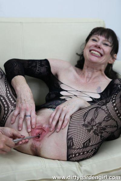 Dirtygardengirl - Dirtygardengirl & SexySasha pee hole sounding lesbian play (09.01.2020) (FullHD/2020) by Dirtygardengirl