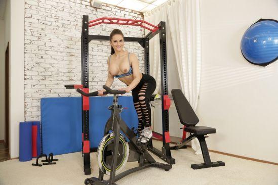 Barbara Bieber Masturbates in Fitness Centre Oculus Rift