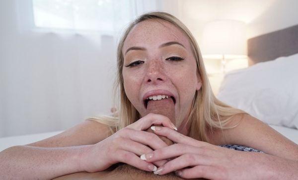 Dixie Lynn Loves To Deep Throat