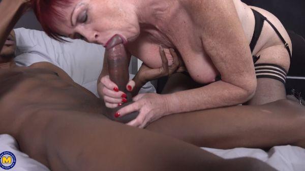 Sexy amateur grandma having her first