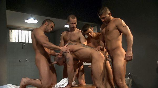 TM_-_Folsom_Prison_Gang-bang_In_The_Shower_Room.jpg