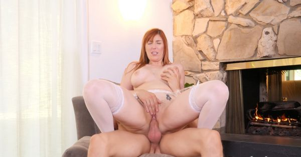 Lauren Phillips - Warming Up 4k