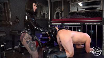 Kinky Mistresses – 2 Anal Fisting Slaves