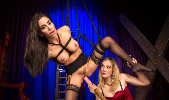 Pleasing Pet - Mona Wales and Gia DiMarco Oculus Rift