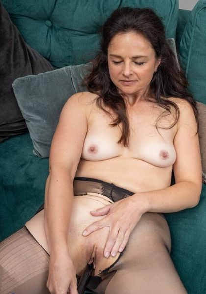 Naughty mature Lady M. loves ripping