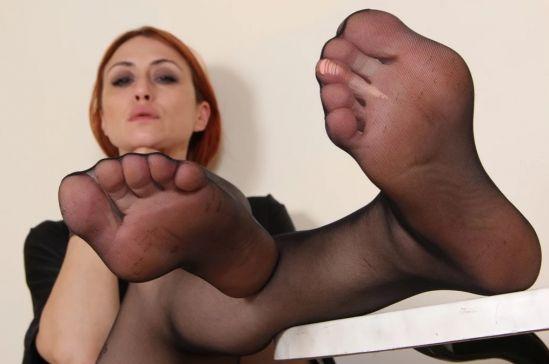 Sassy Ammalia Teases you with her Fabulous Feet Gear vr