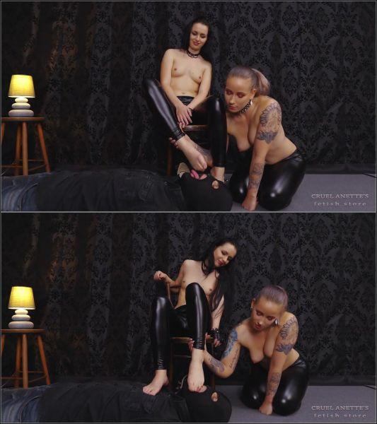 Mistresses Anette, Kittina - Cruel Anettes Fetish Store - FOOT LICKER (FullHD 1080p) [2020]
