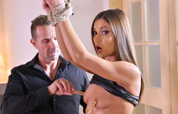 Submissive slut Alyssa Reece tied up