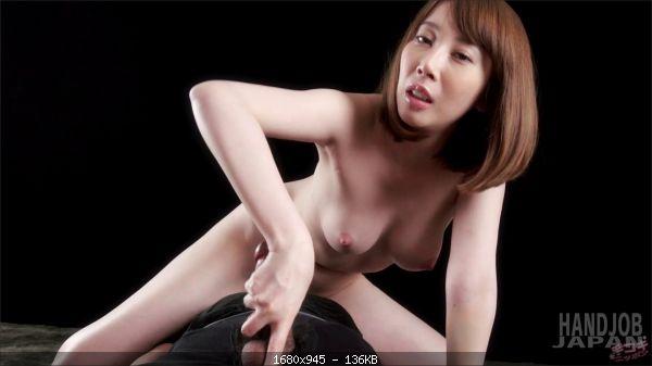 Aya Kisaki's face riding handjob