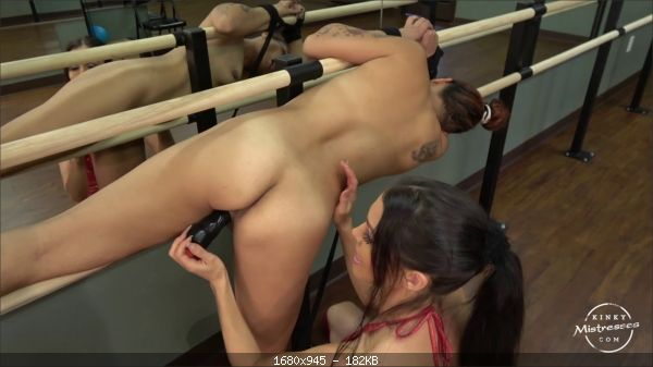 Mistress Susi's - The Slave Girl in the Ballet Room