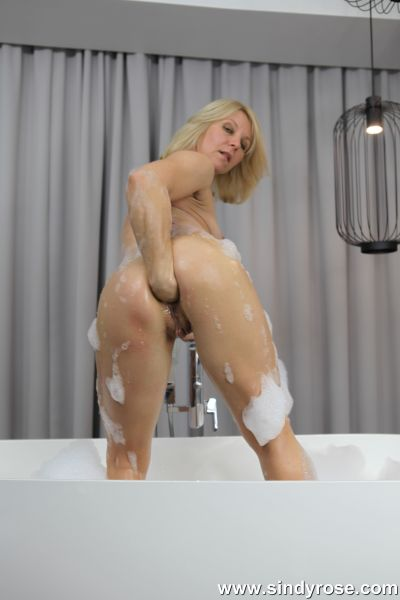 Sindy Rose - Sindy Rose fistfuck her ass in bath tube and prolapse her ruined anal hole (04.04.2020) (FullHD/2020) by SindyRose