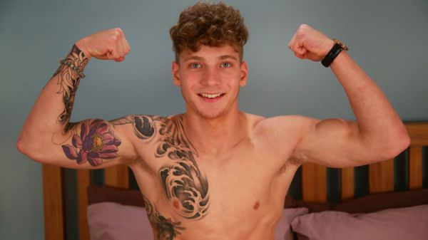 ELs - Brandon Myers from Ex On The Beach & Bromans Reveals his Massive Uncut Cock and Shoots so much Cum