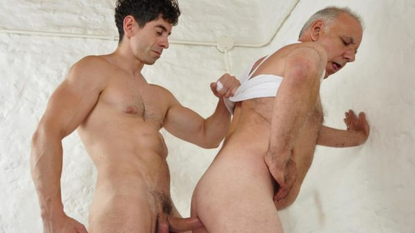 Older4me - First Time Bottom - Victorino and Hassan