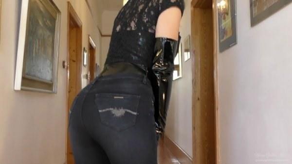 Young Goddess Kim - Divine Denim Ass