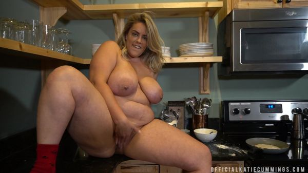 KATIE CUMMINGS - COOKING WITH KATIE EP1 [FullHD 1080p] (Big Tits)