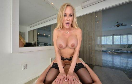 Brandi Love fucks you while she washes your clothes Gear vr