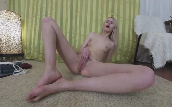 Young Blonde Luisa Does Gymnastics Smartphone