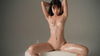 [Image: Sowan.oily.body.mp4_snapshot_04.09.600.jpg]