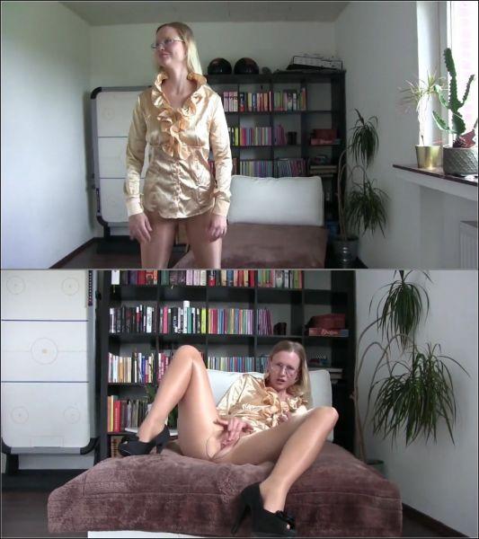 blondehexe - Heisse Geschaftsfrau squirtet notgeil ab!