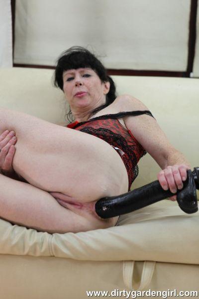 Dirtygardengirl - 40cm dildo deep in ass & anal prolapse fucking (18.06.2020) (FullHD/2020) by Dirtygardengirl