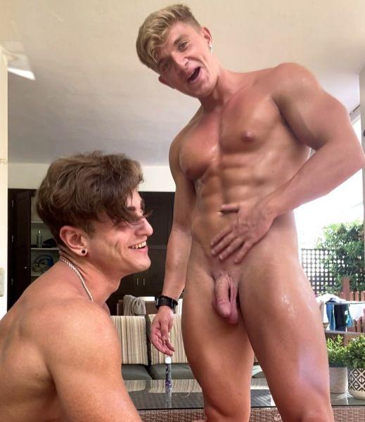 OF_-_Carlos_Effort__carloseffort__-_Flexing_video_today_with_my_papi_Paul_Cassidy__blondiepaul_.jpg