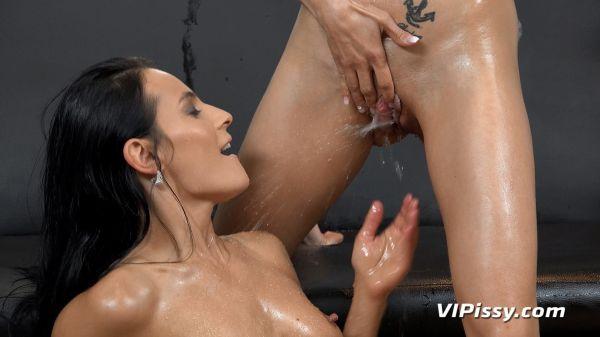 Wet Best Friends - Lexi Dona - VIPissy