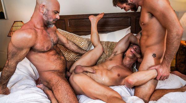 LE_-_Max_Adonis_Shares_Adam_Russos_Daddy_Cock_With_Ruslan_Angelo.jpg