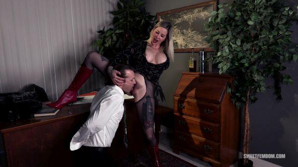 Femdom - Hot Secretary: Using Her Boss's Tongue (07.08.2020) with Madeline Marlowe (FullHD/1080p) [2020]