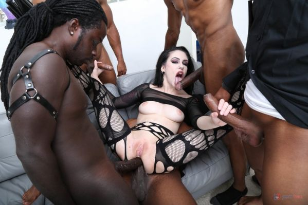 Anna de Ville - Goth Anna de Ville 5on1 First Interracial TAP, wth Balls Deep Anal, Gapes, Manhandle, Big Gapes and Swallow GIO1585 [HD 720p] (LegalP0rno)