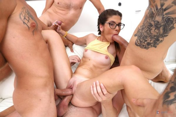 Sara Bell - Sara Bell takes two cocks in the pussy for the first time (DVP, DP) SZ2498 [HD 720p] (LegalP0rno)