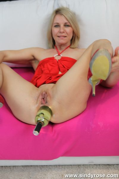 Sindy Rose - Sindy Rose in red dress take big wine bottle in anal hole & prolapse (22.08.2020) (FullHD/2020) by Dildo