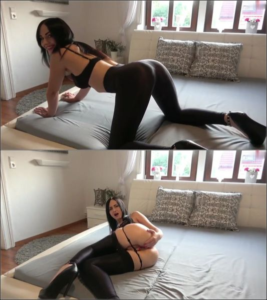 Young-Devotion - MDH - Arschgeil in Glanzleggins (FullHD 1080p) [2020]