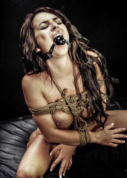 Kali Kavalli Can't Get Enough Rope Bondage