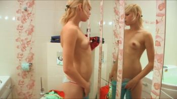 [Image: Alice_In_WC_with_green_dildo.mp4_snapshot_09.31.322.jpg]