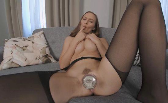 Stacy Makes Her Swollen Pussy Cum Oculus Rift