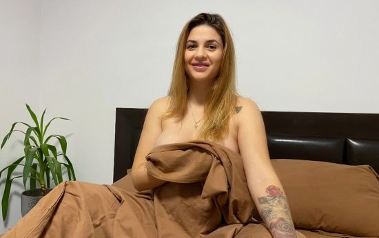 Sassy Tiff - Pregnant Teen Bedroom Play Smartphone