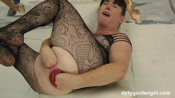 Dirtygardengirl  - Dirtygardengirl self fist her ruined anus hole and prolapse (01.10.2020) [FullHD 1080p] (Anal Fisting)