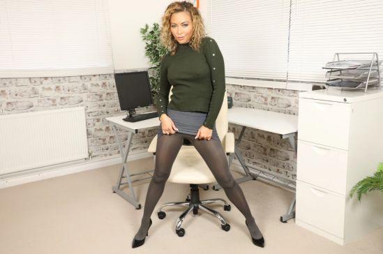 Natalia Forrest - Secretary Gear vr