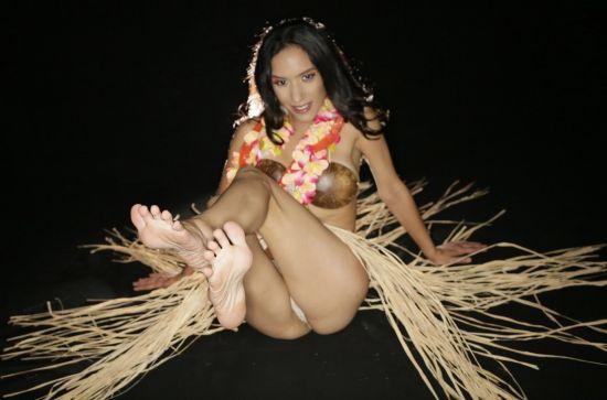 Tropical Feet Tease - Tia Cyrus Smartphone