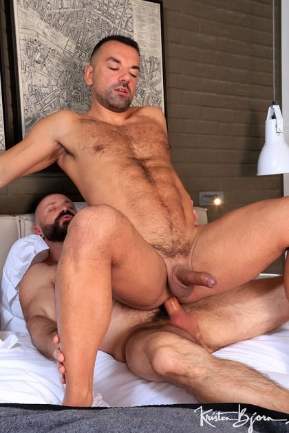 KB - MANEUVERS - Mario Roma & Oliver Marinho