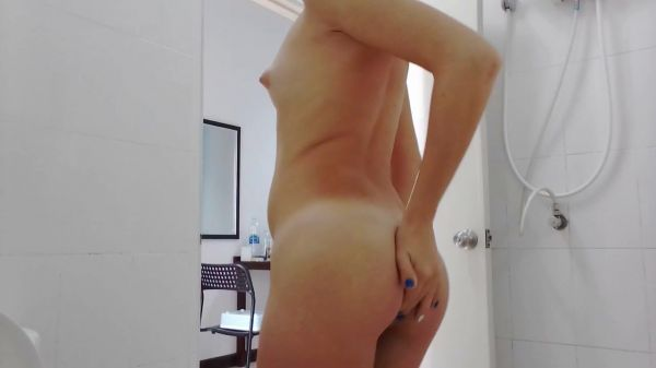 MissAnja – Poo Mask on Face and Sensual Ass Smearing