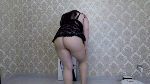 Annalise – Nylon Pantyhose Full of Shit