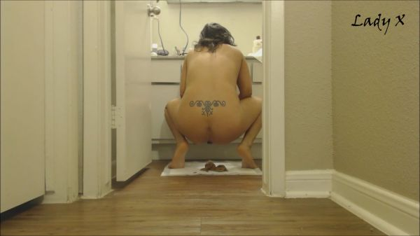 LadyX – Smearing shit all over
