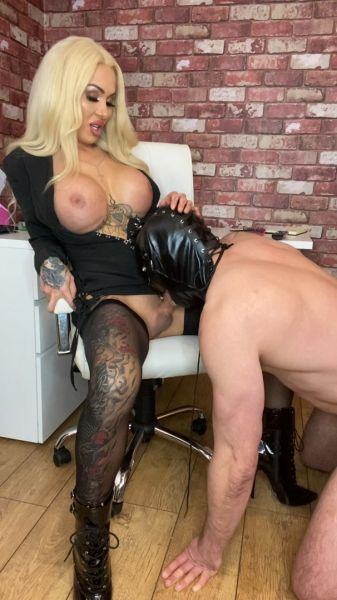 Mia Maffia - Your Boss Tells You To Suck Her Girl Dick Or Youre Fired (MiaMaffia.xxx/FullHD/2021)