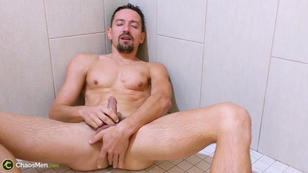 CM - Boris Shower Piss PEEP