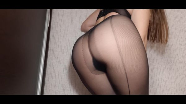 Dianascat – My torn tights are in the shit