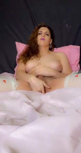 Tia Tizzianni - Goddess Bailey CUMS SissySlave SWALLOWS (31.03.2021) [UltraHD/2K 1232p] (Trans)