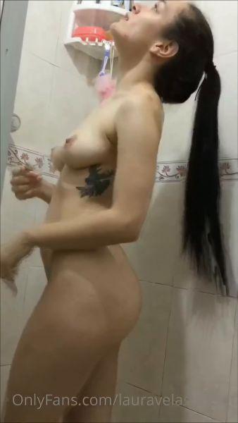 Laurita Vellas OnlyFans Shower video 1