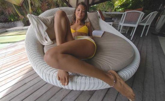 Bikini Bookworm - Katya Clover Gear vr