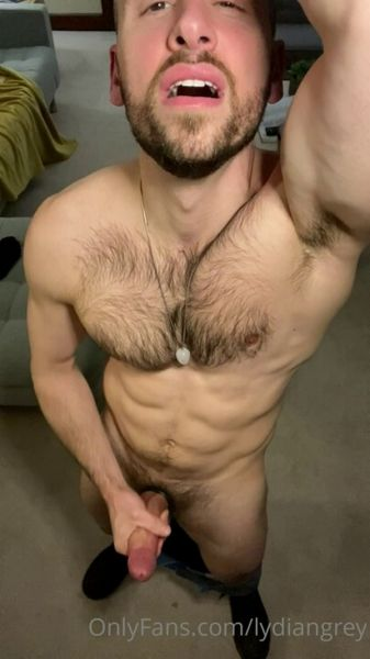 OF_-_OnlyXXXGuys_-_He_loves_to_jerk_his_big_cock_on_camera___lydiangrey.jpg